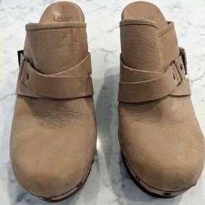 UGG Women Shoe Size 9 UGG S/N 1001315